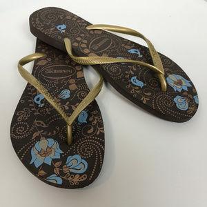 Havaianas sandals size 9